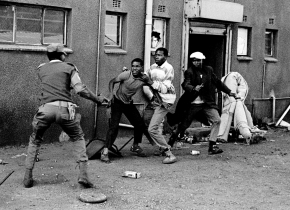 Looters and Policeman, Thokoza